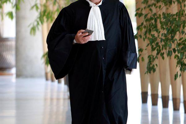 Les avocats sont appelés à fermer leur cabinet, faire grève des audiences et participer à des rassemblements sur les marches de leur Palais de Justice.