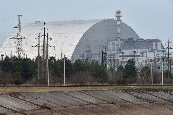 Depuis 2019, la centrale nucléaire de Tchernobyl est recouverte d'une nouvelle arche pour permettre le démantèlement du site.
