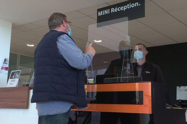 Une cloison en plastique transparent fabriquée à Limoges pour se protéger du coronavirus