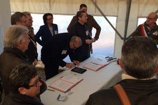 Des élus signent la lettre adressée au Premier ministre et au président de la région Nouvelle Aquitaine.