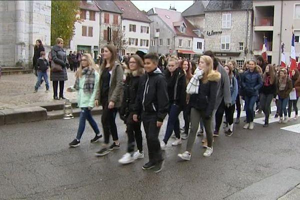 11 novembre : la Flamme de l'Arc de Triomphe et les jeunes de Baume-les Dames