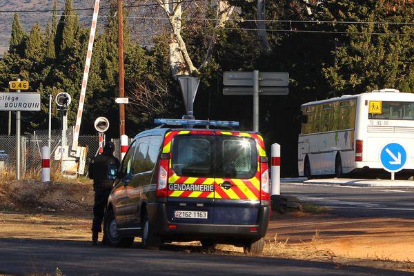 Une reconstitution de la collision entre un car scolaire et un train régional, qui a fait 6 morts jeudi à Millas (Pyrénées-Orientales), était en cours mardi matin sur les lieux du drame.