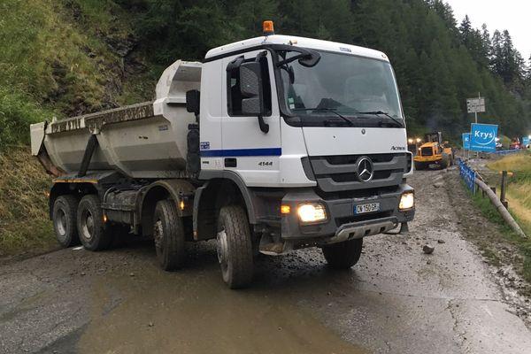 La D902, près d'Albertville (Savoie), a été coupée pendant plusieurs heures à cause des dégâts liés aux orages.