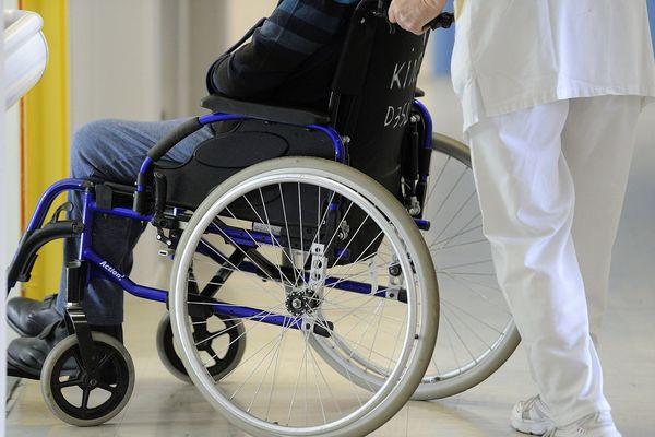 Les malades ne voient plus que le personnel soignant dans les hôpitaux.