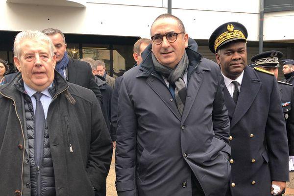 Laurent Nuñez, secrétaire d'État auprès du ministre de l'Intérieur, entouré de Jean-Louis Fousseret (maire de Besançon) et Joël Mathurin (préfet du Doubs, à Planoise, le 31 janvier 2020.