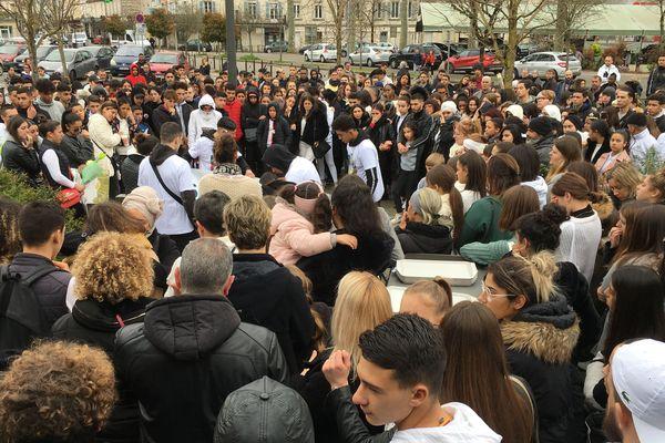 Plus de 200 personnes étaient réunies pour rendre hommage à Sami.