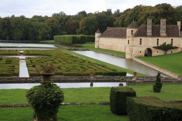 Le Domaine de Villarceaux a lancé un appel à projets pour valoriser le site. Il coûte chaque année 2 millions d'euros à la région.