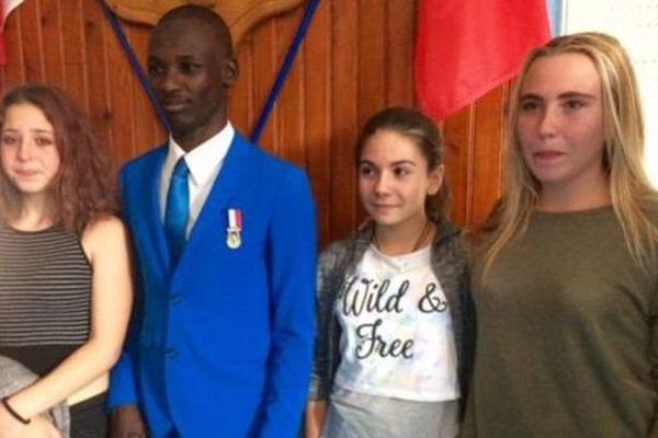 O'Sayed Mohammed-Adam, migrant soudanais, a été décoré après avoir sauvé de la noyade 3 jeunes filles à Espéraza, dans l'Aude - 20 septembre 2016
