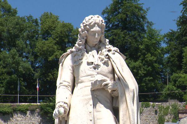 Cette statue est l'œuvre du sculpteur Charles-Pierre Laitié (1782-1862).