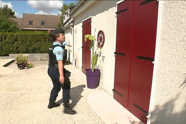 les gendarmes surveillent une maison de Villers-Bocage dans la Somme alors que les propriétaires sont en vacances