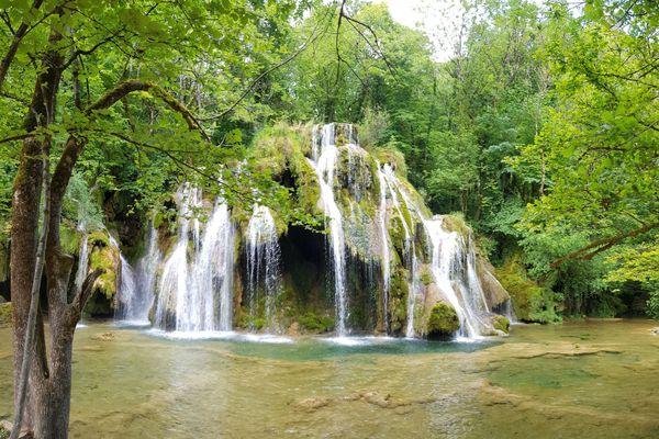 Les cascades des Tufs sur la commune des Planches-près-d'Arbois dans le Jura.