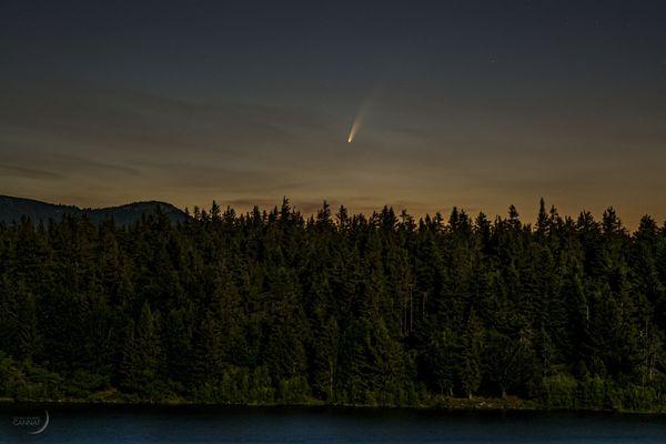 Guillaume Cannat a immortalisé le passage de Neowise, au-dessus du lac des Pises, dans le parc national des Cévennes, le lundi 6 juillet 2020, près d'une heure et demie avant le lever du Soleil.