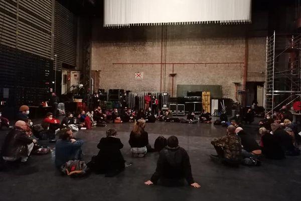 Une cinquantaine d'intermittents du spectacle occupent le théâtre Sébastopol de Lille.