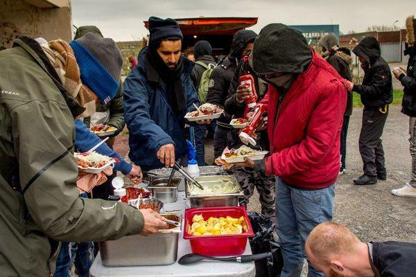 La distribution des repas a repris, légalement.