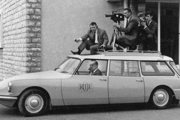 Dans les années 1970, une DS de reportage avec Alain Chézeau, Eugène Perrin, Jacques Douay et Henri Lindani au volant.