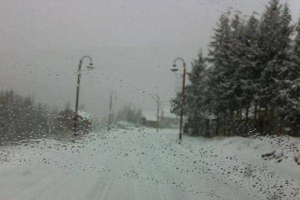 Pensez à vos équipements neige pour la voiture.