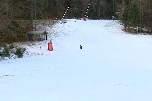 «Ce matin, on a pu ouvrir une toute petite piste... On a réussi à faire de la neige les deux dernières nuits» Philippe Kielwasser, responsable de la station du Lispach