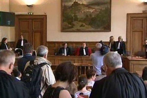 Le Puy-en-Velay (Haute-Loire) - ouverture du procès de Matthieu, le Gardois meurtrier présumé de la jeune Agnès, aux assises des mineurs - 17 juin 2013.