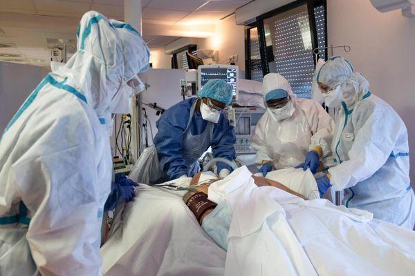 """Deux hôpitaux de Franche-Comté ont enclenché leur """"plan blanc"""" en raison de la reprise de l'épidémie de Covid-19."""