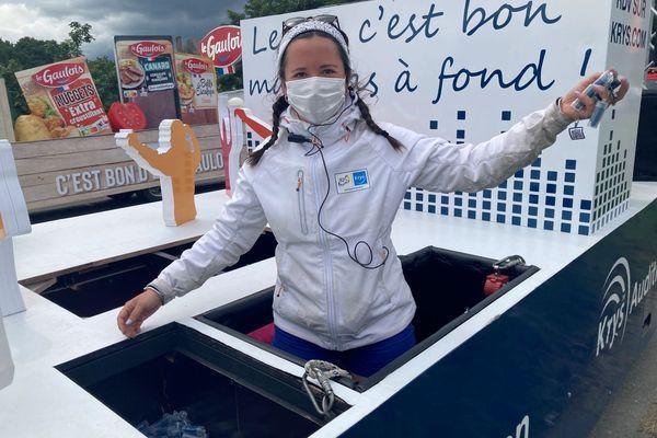 Margot a distribué sur les bords de la route des milliers de goodies ce mardi entre Redon et Fougères