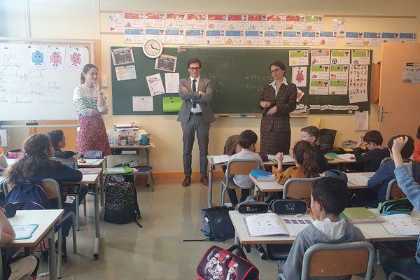 Ce vendredi 13 mars, la rectrice de l'académie de Reims s'est rendue à l'école Ruisselet pour communiquer sur les mesures annoncées par le ministre.