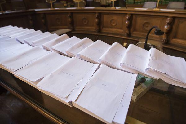 Depuis deux mois, vingt hommes - dont trois en fuite - sont jugés devant la cour d'assises spéciale de Paris. Verdict attendu ce jeudi 22 juin en soirée.