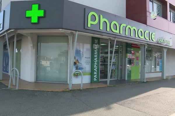 Plusieurs pharmacies, comme celle-ci, n'ont pas reçu les doses de vaccin prévues.