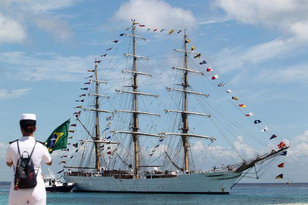 """L'arrivée du navire brésilien, le """"Cisne Branco"""", à l'Armada de Rouen en 2019."""