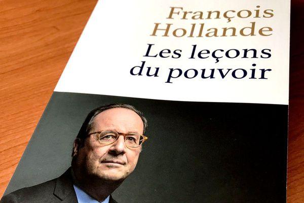"""Le livre """"Les leçons du pouvoir"""" de François Hollande, éditions Stock"""