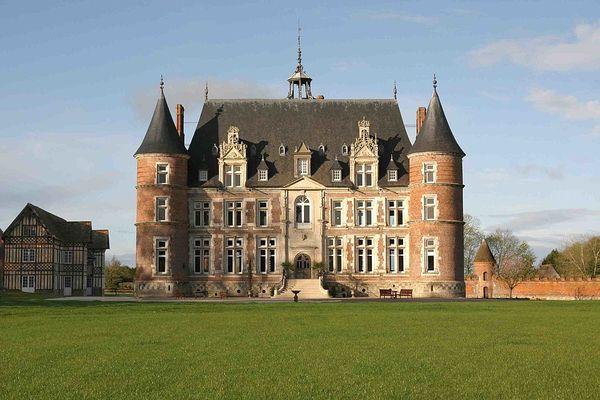 Dans l'Eure, à Boissey-le-Châtel, le château de Tilly bénéficiera d'éclaircies en fin de journée.