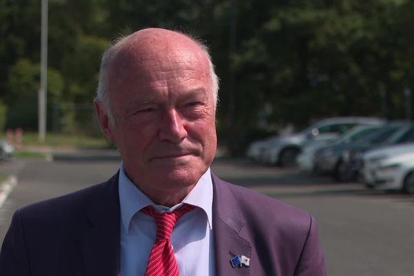 """Alain Rousset (Président sortant du Conseil régional - Liste """"Nos territoires, nos énergies"""")"""