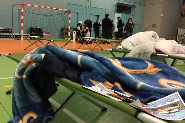 Le gymnase Alain Marion (Creil), où certains habitants de la tour sinistrée ont été accueillis ce samedi 28 décembre.