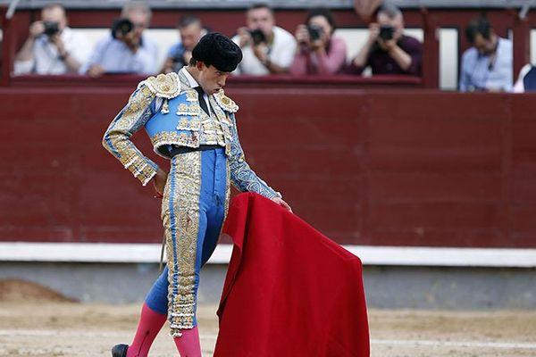 Montera vissée sur la tête, muleta dans la main gauche : Fortes hier à Madrid