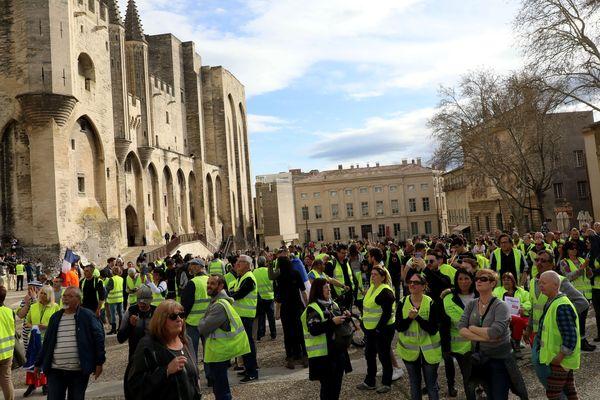 Rassemblement de gilets jaunes à Avignon pour l'acte VII