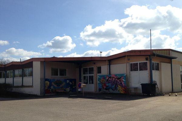 Suite au drame, le centre social L'Entre Rives de Charmes (Vosges) a été fermé pour plusieurs semaines.