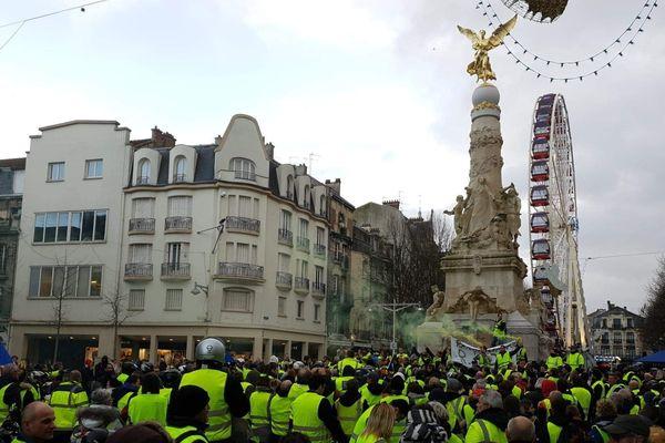 Les gilets jaunes place d'Erlon à Reims ce 22 décembre