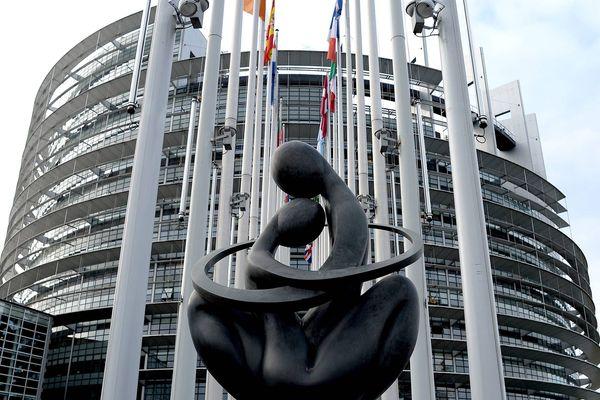 Le Parlement européen de Strasbourg se mobilise pendant la crise du coronavirus avec la distribution de repas aux personnes nécessiteuses.