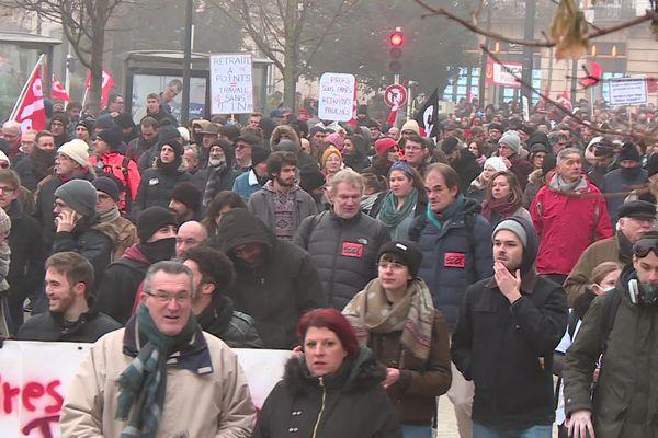 A Dijon, entre 8 000 et 10 000 personnes ont défilé contre la réforme des retraites, ce jeudi 5 décembre