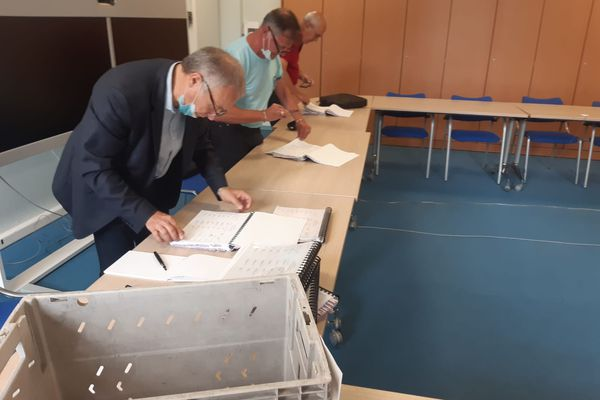 Tarbes - Certains candidats aux élections départementales ont décidé de contacter directement les électeurs abstentionnistes pour les inciter à voter dimanche prochain. juin 2021.