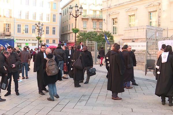Les avocat de Nice en grève devant le palais de justice, le mercredi 8 janvier