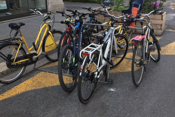 Les arceaux à vélos disparaissent petit à petit du centre-ville piéton