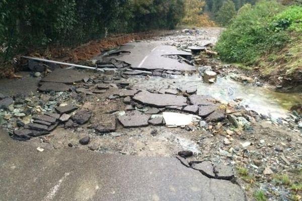 La route de Rutali menant à Murato a été détruite par les intempéries.