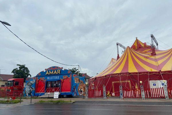 Depuis le mercredi 30 juin, le cirque Amar a installé sans autorisation son chapiteau à Cusset, près de Vichy, dans l'Allier.