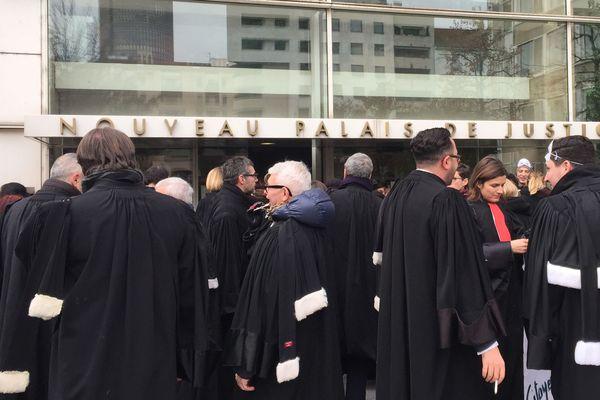 Manifestations des avocats devant le palais de justice de Lyon