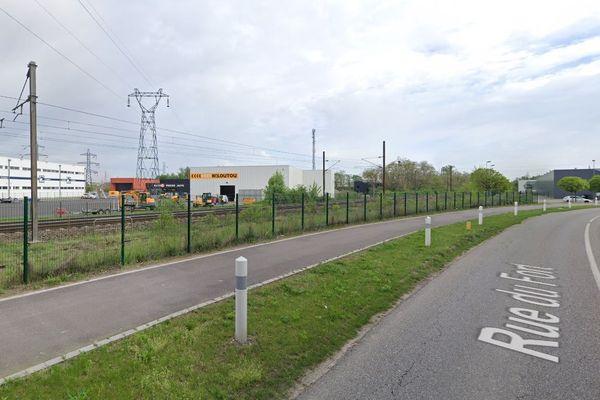 Le corps a été retrouvé près de la voie SNCF longeant la rue du Fort, à Geispolsheim (Bas-Rhin).