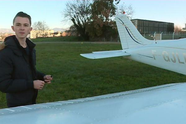 Eliott Sarrut qui a réalisé son rêve le jour de son anniversaire sur l'aérodrome de Cannes !