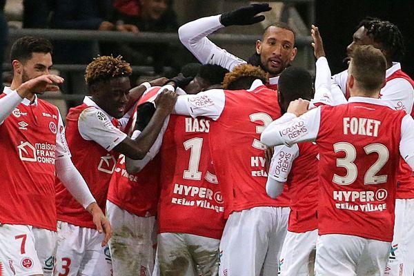 Février 2020. Reims-Nice (1-1). Le défenseur Abdelhamid Yunis célèbre son but égalisateur avec ses coéquipiers.