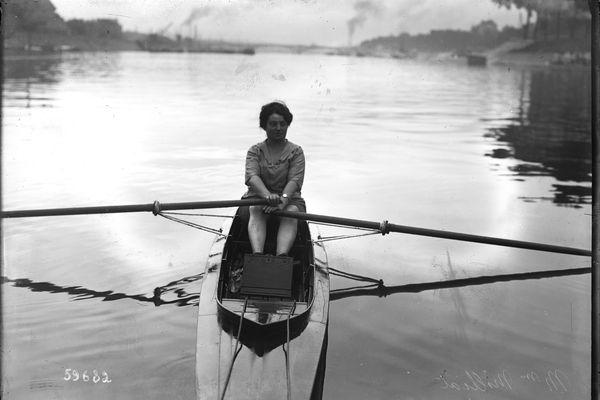Alice Milliat pratiquait l'aviron. Elle s'est battue pour développer le sport féminin professionnel.
