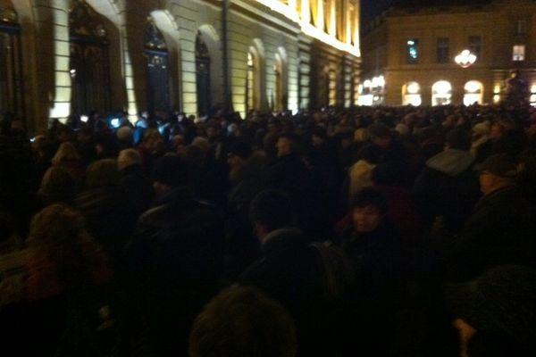 Près de 2000 personnes rassemblées Place d'Armes