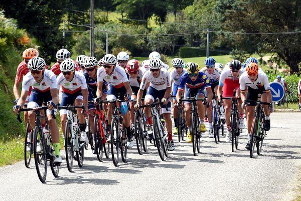 Le peloton du Tour de l'Avenir lors de la seconde étape